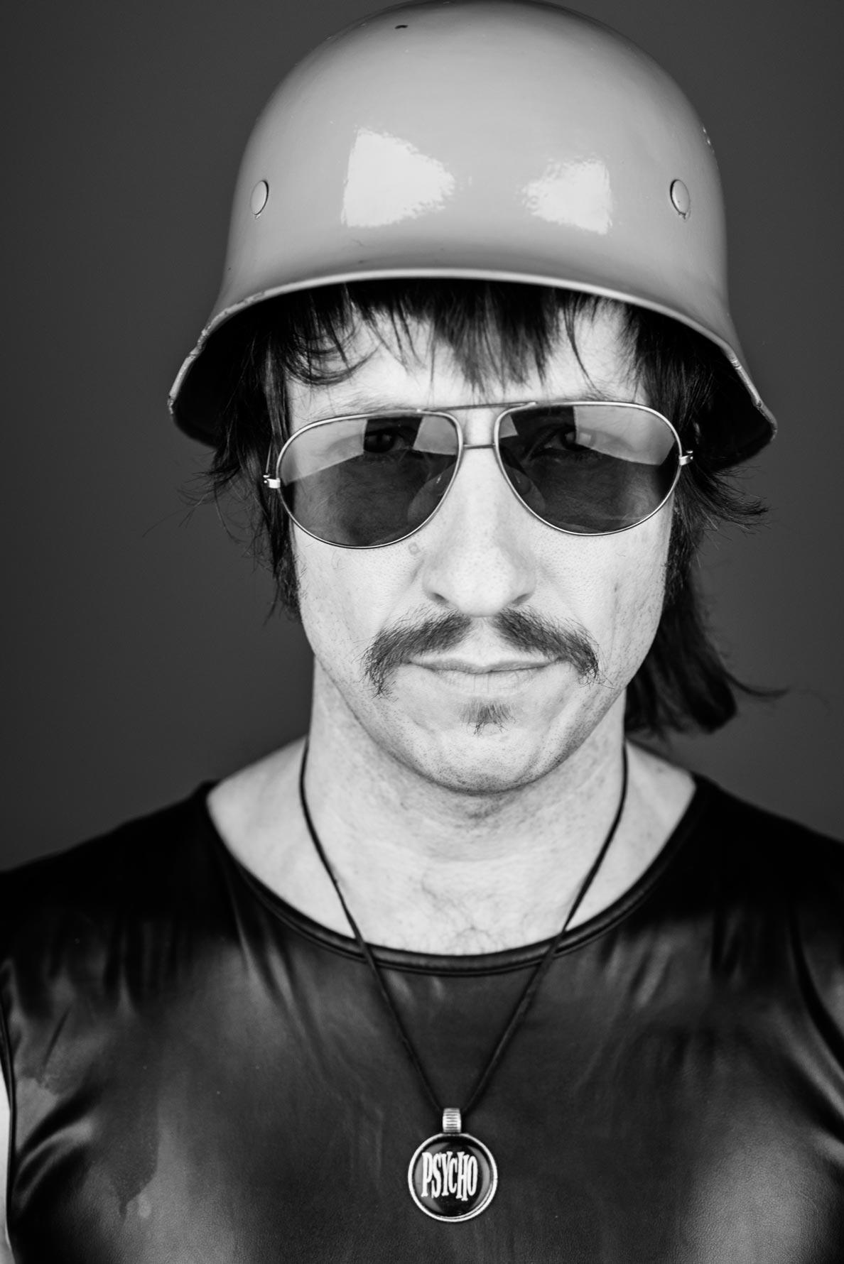 Psycho-Jones-Künstler-bei-Musikmaschine-Galerie-Foto-von-romanknie.de
